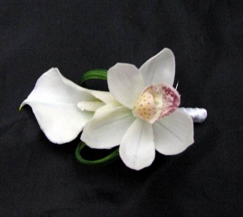 Boutonniere Natural Touch Looped Calla Orchid